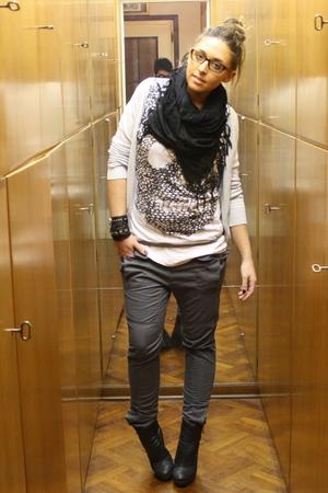 white Zara t-shirt - gray Zara pants - black silvian heach boots - black H&M sca
