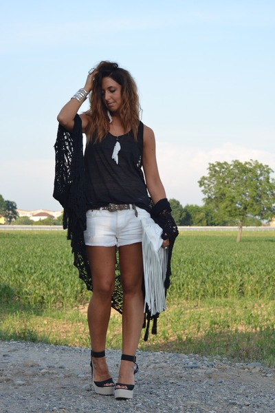 white Zara bag - white H&M shorts - black Forever 21 wedges - white H&M necklace