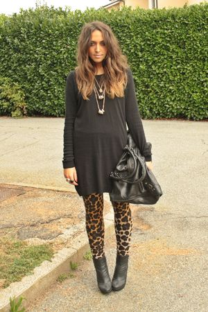 black H&amp;M shirt - gold H&amp;M leggings - black silvian hech boots - gold H&amp;M neckla