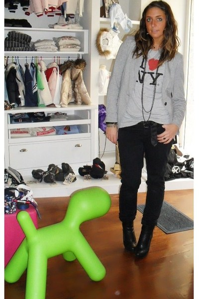 Zara blazer - from NY t-shirt - vintage necklace - H&M pants - silvian heach boo