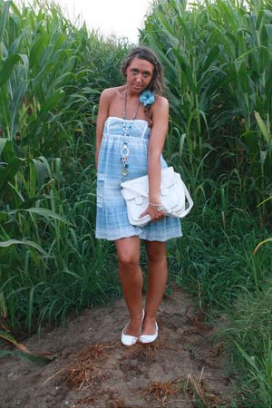 white vintage purse - blue Zara dress - white viamaestra shoes - blue vintage ne