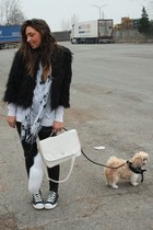 black boohoocom faux-fur coat - white hm basic shirt shirt - white Bag bag - bla