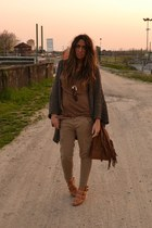bronze bag Zara bag - brown wedges H&M wedges - camel pants Zara pants - brown t