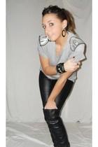 gray Zara t-shirt - black Zara pants - black Zara boots - silver vintage earring