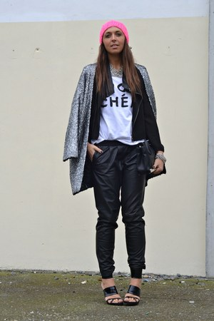 black jacket romwe jacket - H&M coat - H&M hat - River Island t-shirt