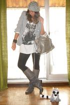 Zara blazer - Zara t-shirt - Zara leggings - Coolway boots - H&M bracelet - H&M