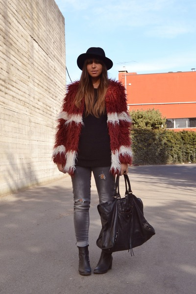 brick red faux-fur romwe coat - black H&M boots - charcoal gray Zara jeans