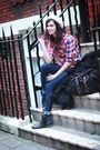 Dark-gray-boots-navy-leggings-ruby-red-shirt