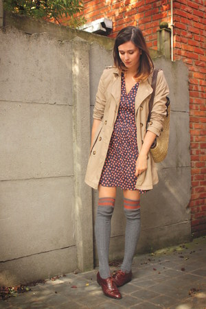 charcoal gray socks - navy dress - tan coat - carrot orange accessories