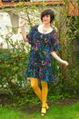 Blue-dress-yellow-tights-purple-shoes-silver-necklace