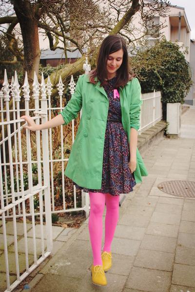 gold shoes - navy dress - chartreuse coat - bubble gum tights