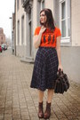 Carrot-orange-t-shirt-dark-brown-boots-black-jacket-navy-shirt