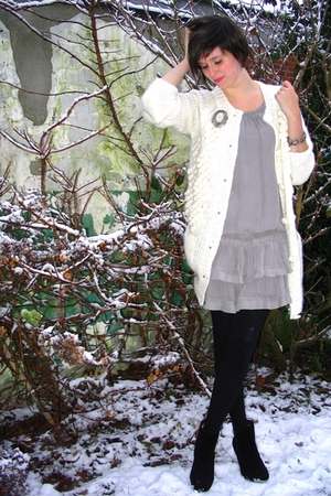 White Sweater Dress on Gray Dress   White Sweater   Silver Accessories   Black Boots   Black
