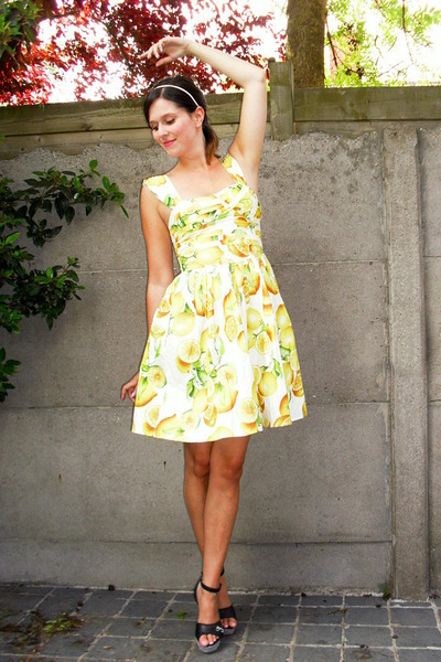 Light Yellow Dresses White Accessories Black Wedges Birthday