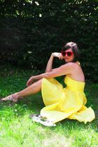 red glasses - white shoes - yellow dress