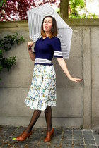 tawny shoes - navy sweater - off white skirt