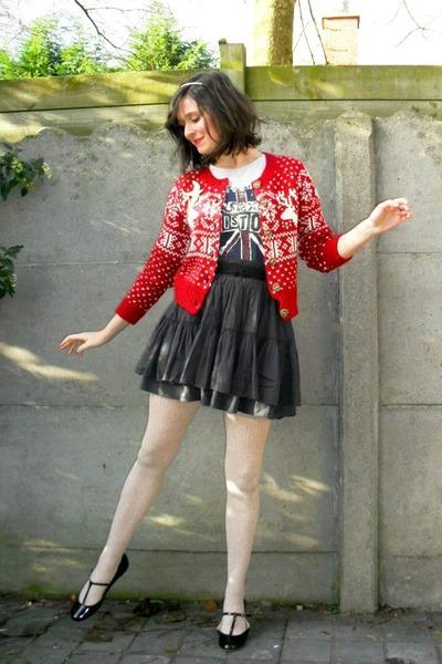red cardigan - heather gray t-shirt - off white tights - dark gray skirt - black