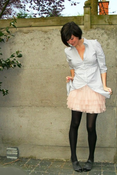blue shirt - pink skirt - gray shoes