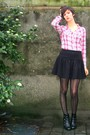 Red-blouse-black-skirt-black-boots-black-coat
