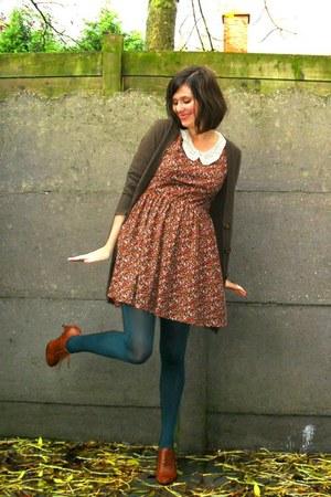 teal tights - brick red dress - tawny shoes - dark brown cardigan - red coat