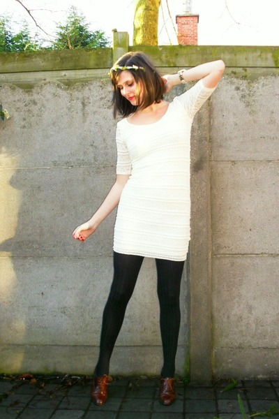ivory dress - black tights - dark brown shoes - ivory accessories - black blazer