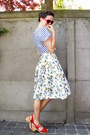Navy-skirt-white-top-red-clogs-red-glasses