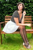 blue skirt - pink shoes - black top - black tights
