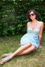 Blue-skirt-blue-bustier-gray-shoes-red-glasses