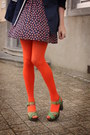 Dress-tights-clogs