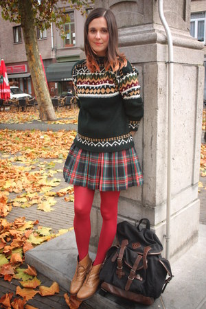 forest green sweater - bronze boots - ruby red tights - navy skirt