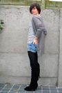 Gray-cardigan-white-t-shirt-blue-shorts-black-boots-silver-necklace