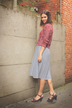 purple wedges - maroon sweater - navy skirt - white accessories