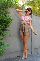 brown shorts - beige shoes - pink top