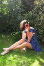Blue-dress-beige-shoes-red-glasses