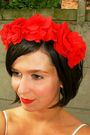 Red-floral-headband-accessories-white-dress