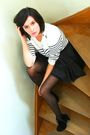 White-sweater-gray-skirt-black-belt-black-boots-red-tights