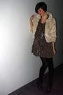 Brown-dress-beige-coat-black-boots