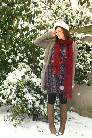 light brown boots - deep purple dress - cream hat - maroon scarf