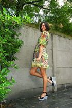 yellow dress - black shoes