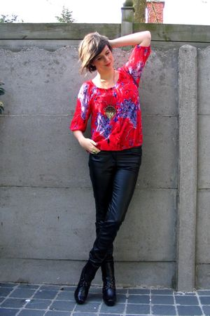 red blouse - black pants - black boots - gold necklace