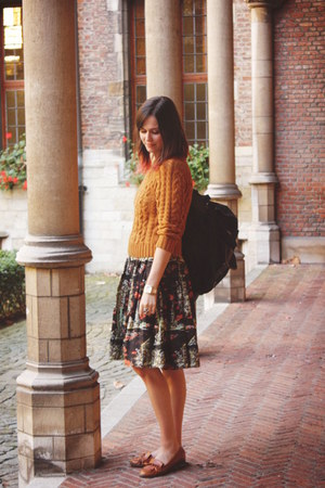 burnt orange jumper - carrot orange dress - black bag - tawny flats