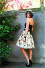 Black-top-beige-skirt-black-shoes