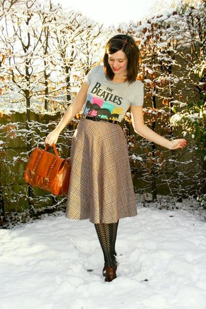 tan skirt - heather gray t-shirt - black tights - dark brown shoes - dark brown