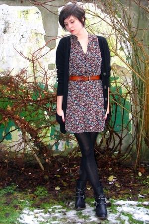 brown dress - black boots - brown belt - black cardigan