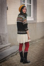 Black-boots-cream-dress-gold-hat-forest-green-sweater-ruby-red-tights