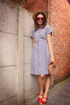 periwinkle dress - tan bag - red accessories