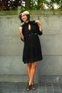 Black-dress-beige-headband-accessories-brown-shoes
