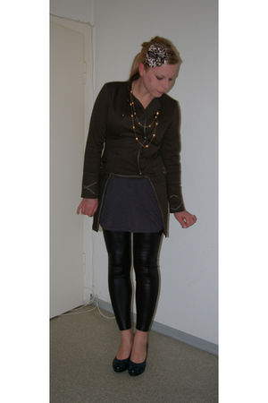 vintage shoes - Zara leggings - H&M dress - Promod jacket - Colosseum necklace -