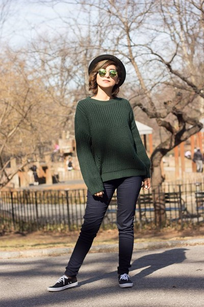 Navy Pants, Dark Green Pull&Bear Sweaters, Navy H&M Divided ...