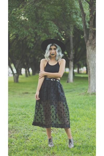 black Forever 21 hat - black unknown skirt - black cropped Bershka top